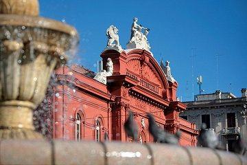 Bari: castelli e cattedrali. Andrea Chenier al Petruzzelli
